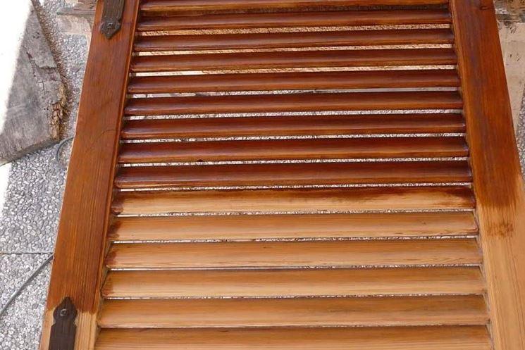 manutenzione e pulizia degli infissi in legno